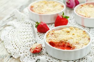 4022-Strawberry and rhubarb crumble